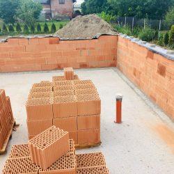 Wykonanie ścian nośnych - stan surowy otwarty domu jednorodzinnego w Krzyżanowicach - BAUMAG - fot.1