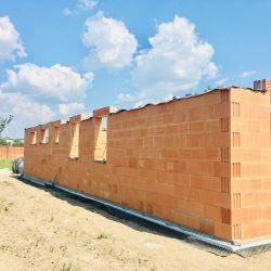 Wykonanie otworów okiennych - stan surowy otwarty domu jednorodzinnego w Krzyżanowicach - BAUMAG - fot.1
