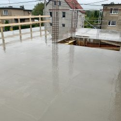Zalanie stropu nad parterem. Nadbudowa domu jednorodzinnego w Raciborzu - BAUMAG - fot.1