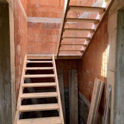 Klatka schodowa - budowa domu stan surowy otwarty