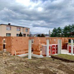 Wykonanie otworów okiennych i drzwiowych - stan surowy otwarty domu jednorodzinnego, Owsiszcze - BAUMAG - fot.1