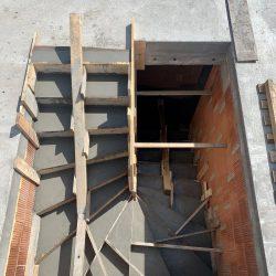 Wykonanie schodów łączących parter z pierwszym piętrem domu jednorodzinnego - BAUMAG - fot.1